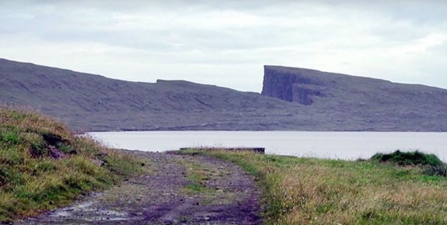 This Lake Seems To Overlook The Faroe Islands In Arctic Ocean ...But This Is Due To An Incredible Optical Illusion!--13