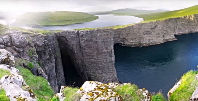 This Lake Seems To Overlook The Faroe Islands In Arctic Ocean ...But This Is Due To An Incredible Optical Illusion!--5