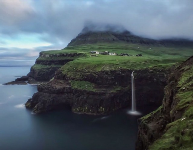 This Lake Seems To Overlook The Faroe Islands In Arctic Ocean ...But This Is Due To An Incredible Optical Illusion!--7