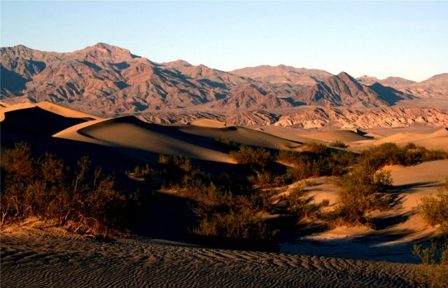 Travel The Legendary Death Valley, This Desert Region That Stretches To The Horizon--1