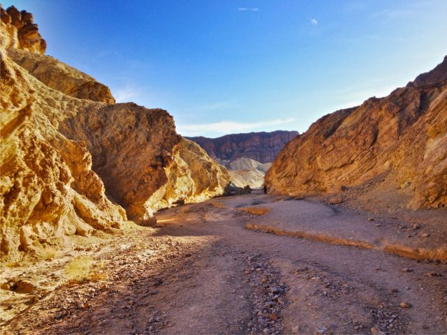 Travel The Legendary Death Valley, This Desert Region That Stretches To The Horizon--4