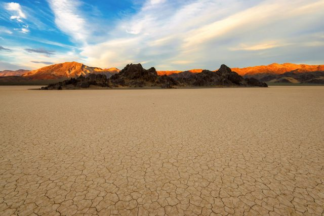 Travel The Legendary Death Valley, This Desert Region That Stretches To The Horizon--7