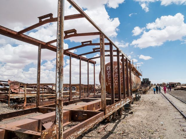 Desolate Beauty of These Abandoned Locomotives In Bolivian Desert--5