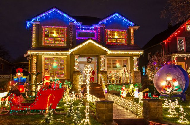 23 Most Beautifully Decorated For Christmas Season--1