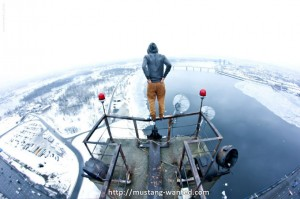 a-young-man-obsessed-by-the-empty-will-give-you-the-vertigo-with-his-pictures-hallucinantes17