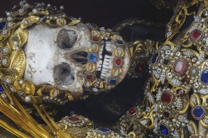 Macabre Art: 19 Skeletons Adorned With Lavish Jewelry In European Churches-12