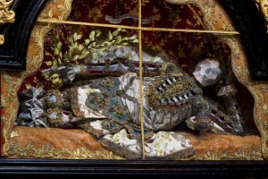 Macabre Art: 19 Skeletons Adorned With Lavish Jewelry In European Churches-14