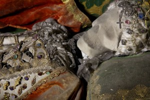 Macabre Art: 19 Skeletons Adorned With Lavish Jewelry In European Churches-15