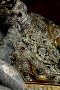 Macabre Art: 19 Skeletons Adorned With Lavish Jewelry In European Churches-17