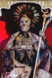 Macabre Art: 19 Skeletons Adorned With Lavish Jewelry In European Churches-3
