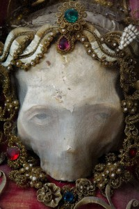 Macabre Art: 19 Skeletons Adorned With Lavish Jewelry In European Churches-5