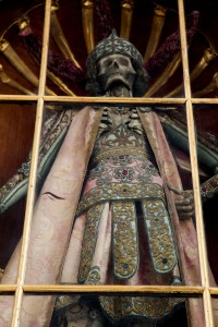 Macabre Art: 19 Skeletons Adorned With Lavish Jewelry In European Churches-8