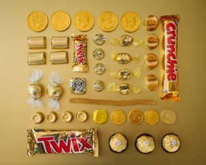 An artist Uses Matching Colors To Give A Dazzling Look To Everyday Objects-18