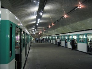 Visit The Amazing Abandoned Ghost Metro Stations Of Paris-11