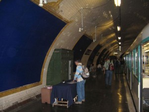 Visit The Amazing Abandoned Ghost Metro Stations Of Paris-20