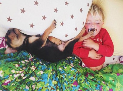Jessica A stunning Series Of Photograph Immortalizes The Friendship Between A Baby And A Puppy-14