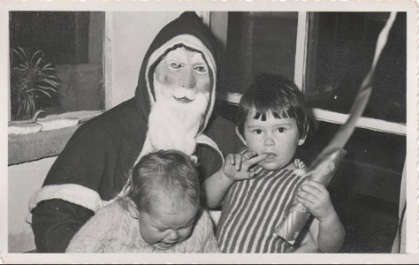 Discover The 23 Most Creepy Santa Photos From The Past-