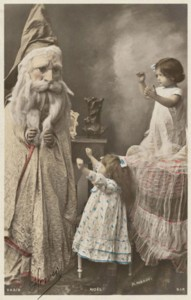 Discover The 23 Most Creepy Santa Photos From The Past-13