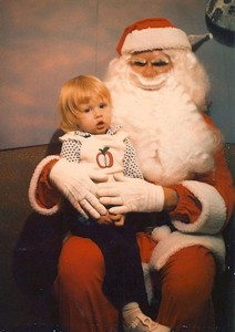 Discover The 23 Most Creepy Santa Photos From The Past-22