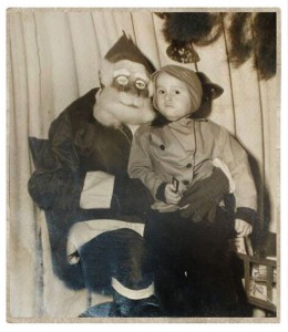 Discover The 23 Most Creepy Santa Photos From The Past-9