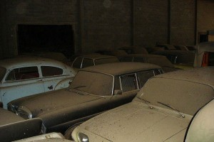 A retired couple finds a tresure in a farmhouse, a collection of vintage cars-15