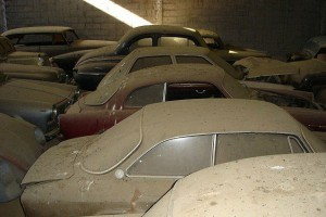 A retired couple finds a tresure in a farmhouse, a collection of vintage cars-17