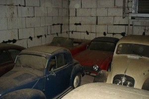A retired couple finds a tresure in a farmhouse, a collection of vintage cars-2