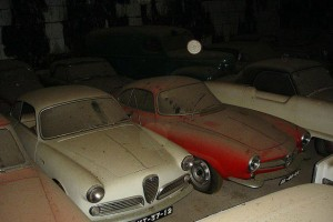 A retired couple finds a tresure in a farmhouse, a collection of vintage cars-7