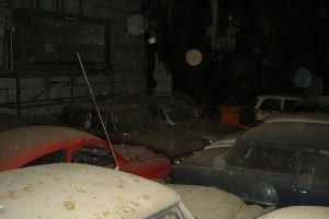 A retired couple finds a tresure in a farmhouse, a collection of vintage cars-8