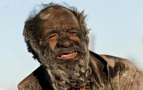 Meet Amoo: An Iranian Who Has Not Taken A Bath Since 60 Years-1