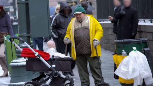 Devil Due-An Abominable Baby Terrorizes The Passers-by In The Streets Of New York-7