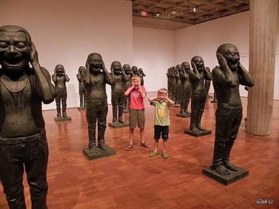22 People Caught Having Fun In The Museum-4