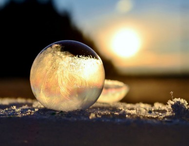 Soap Bubbles Crystallize Into Wonderful Shapes In The Cold Winter-11