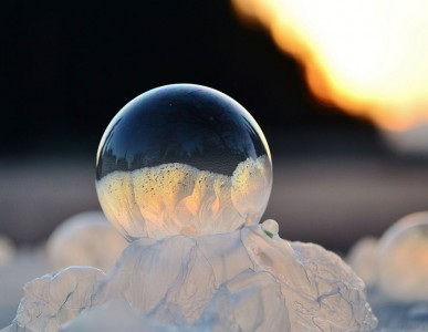 Soap Bubbles Crystallize Into Wonderful Shapes In The Cold Winter-12