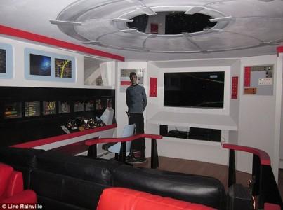 A Fan Of Star Trek Spends $30,000 Transform Her Apartment Into A Star Trek Ship-2