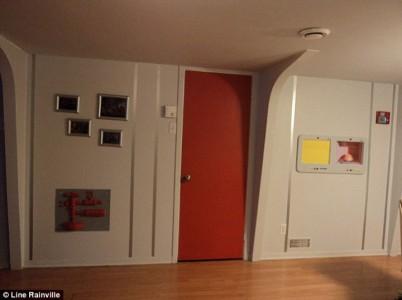 A Fan Of Star Trek Spends $30,000 Transform Her Apartment Into A Star Trek Ship-8