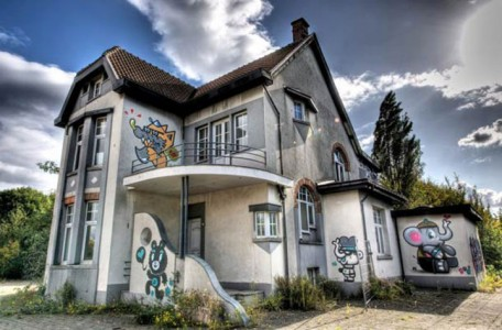 An Abandoned Flemish City Becomes A Giant Canvas Dedicated To Street Art (Photo Gallery)-8