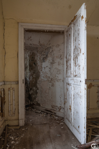 Guillaume Ducreux-Discover The Magnificent Beauty Of An Abandoned Palace-17