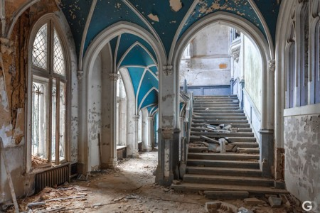 Guillaume Ducreux-Discover The Magnificent Beauty Of An Abandoned Palace-4