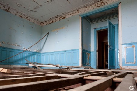 Guillaume Ducreux-Discover The Magnificent Beauty Of An Abandoned Palace-5