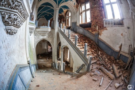 Guillaume Ducreux-Discover The Magnificent Beauty Of An Abandoned Palace-6