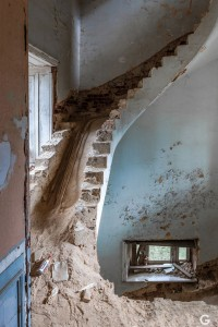 Guillaume Ducreux-Discover The Magnificent Beauty Of An Abandoned Palace-9