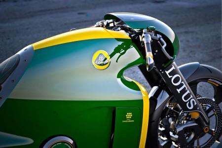 Lotus develops the prototype of Superbike Tron-6