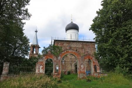 Abandoned churches around the world-15
