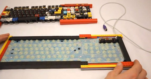 A Passionate Builds A Fully Functional Computer Keyboard With LEGO-1