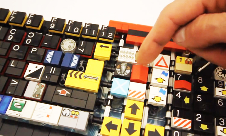 A Passionate Builds A Fully Functional Computer Keyboard With LEGO-2