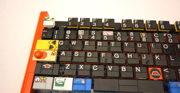 A Passionate Builds A Fully Functional Computer Keyboard With LEGO-4