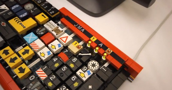 A Passionate Builds A Fully Functional Computer Keyboard With LEGO-5