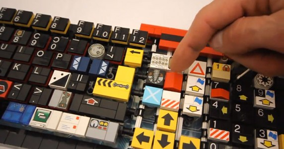 A Passionate Builds A Fully Functional Computer Keyboard With LEGO-6
