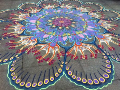 A Street Artist Makes A Series Of Mesmerizing Drawings Using Colored Sand-3